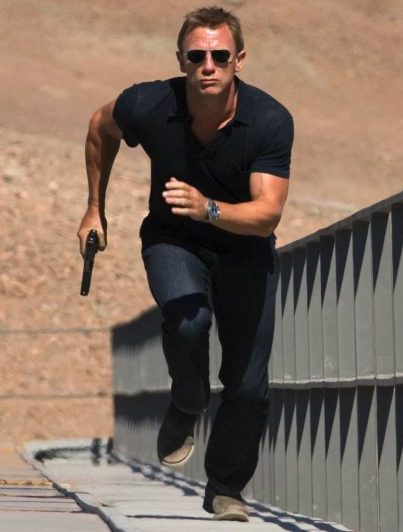 Quantum of Solace Craig running in a polo shirt.