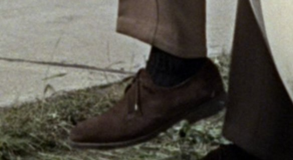 How to dress like James Bond suede Goldfinger derby shoes.