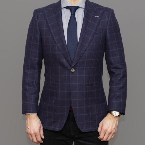 Informal Italian wedding outfit for men with blazer and trousers.