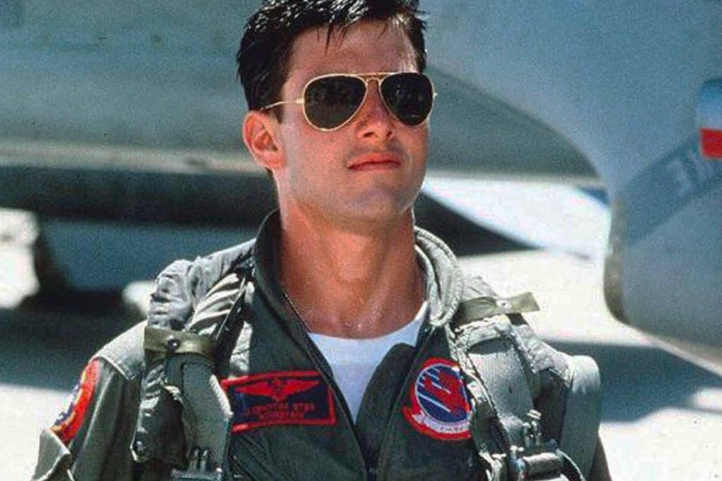 Tom Cruise wearing Ray-Ban Aviators in Top Gun