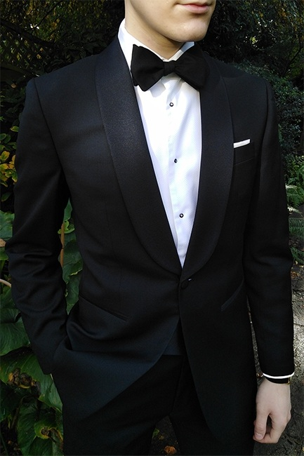 One buttoned tuxedo with a shawl tuxedo lapel style